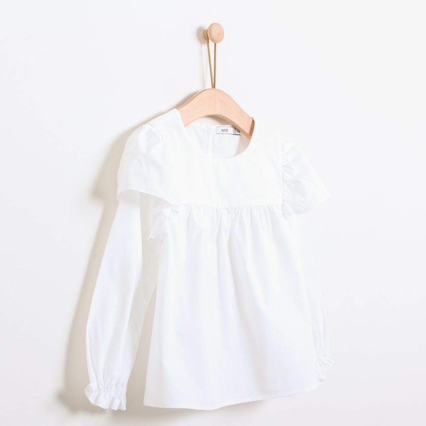 Blouse with frill on the sleeves