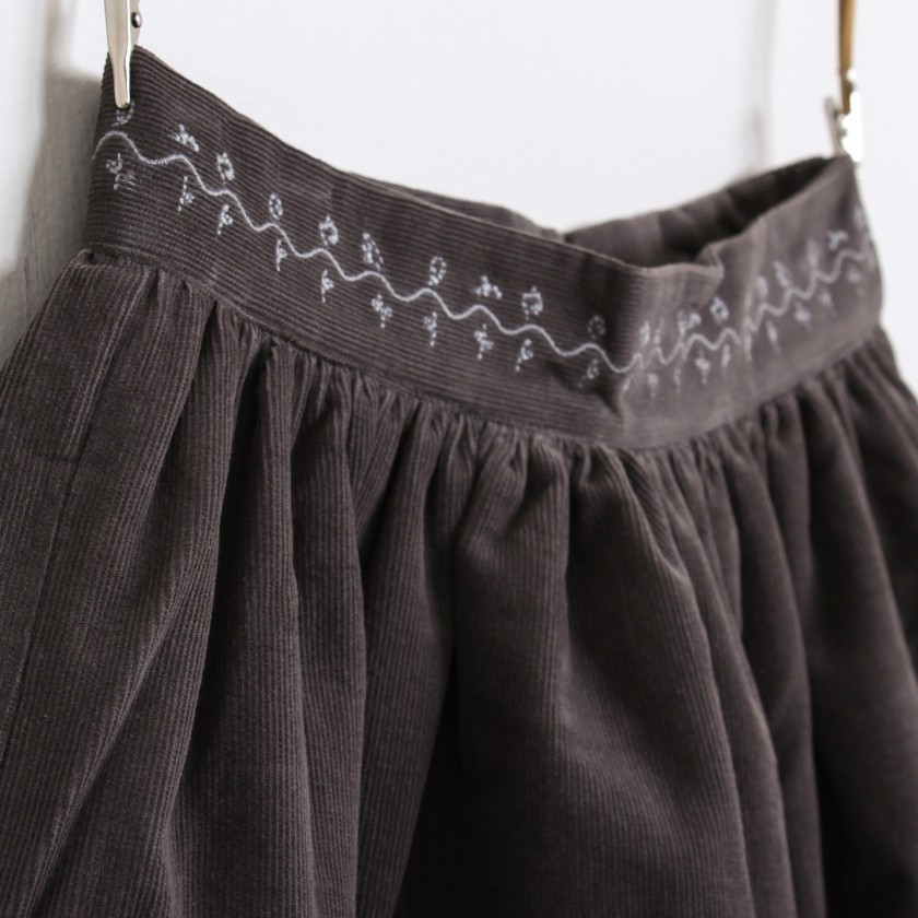 Corduroy skirt embroided flowers