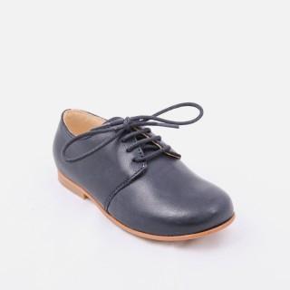 Sapatos clássicos com atacadores