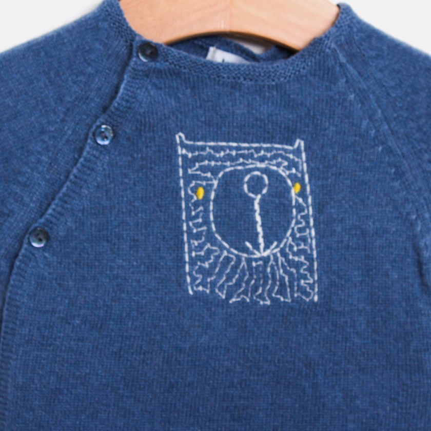 Raglan sleeve bear sweater