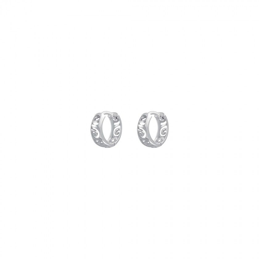 Sterling silver timeless earrings.