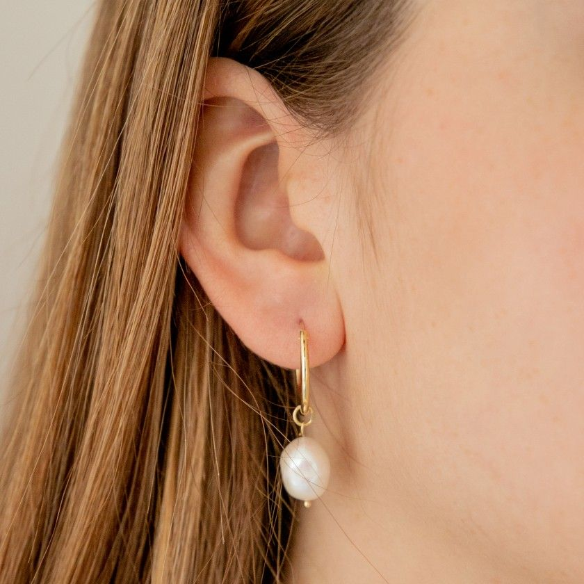 Silver hoops with iregular pearl