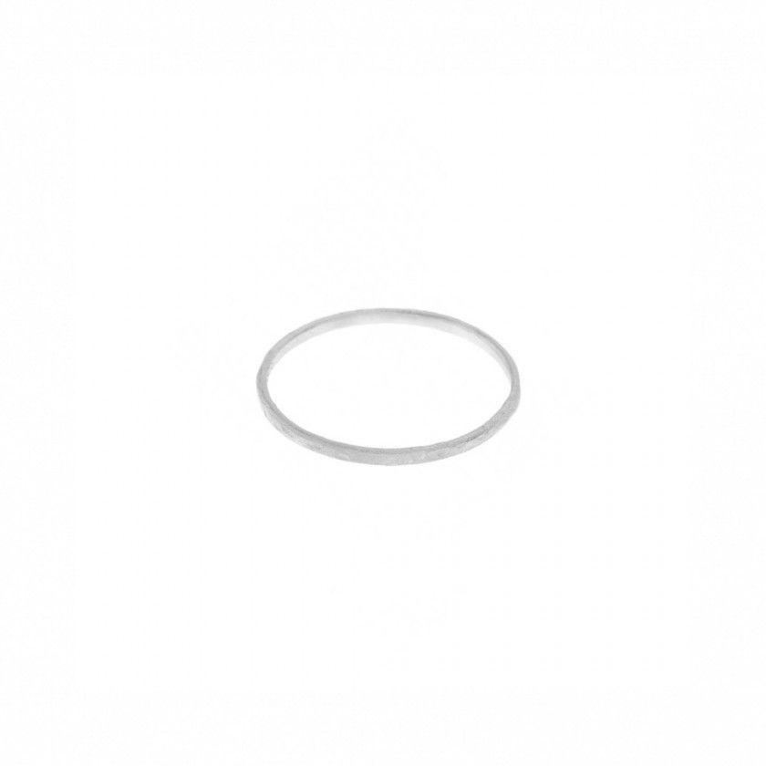 Online Exclusive | Sterling silver ring (0,4 grs). Size: 18mm.