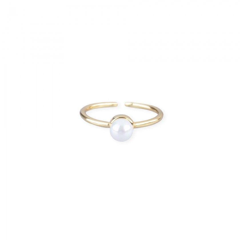 Golden silver ring with pearl