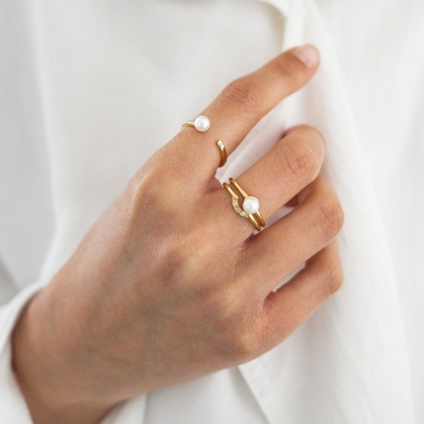 Silver open ring with pearl