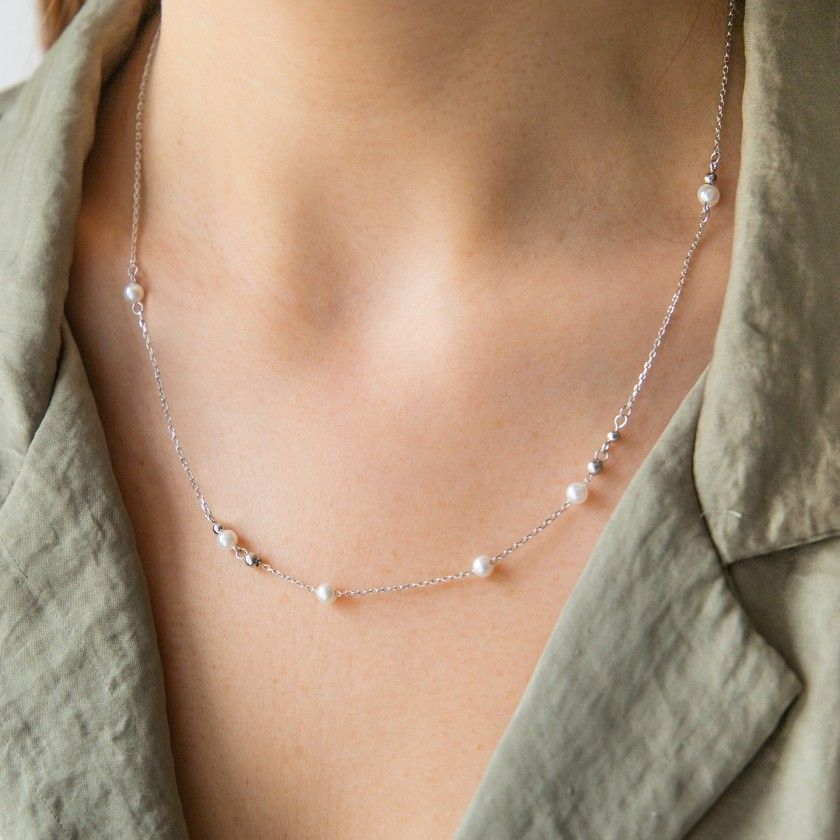 Silver necklace with small pearls and round tips