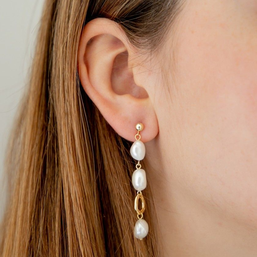 Golden silver earrings with three pearls