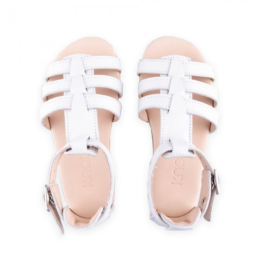 Sandálias em pele com tiras