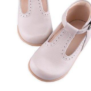 Sapatos pré-andantes picotado