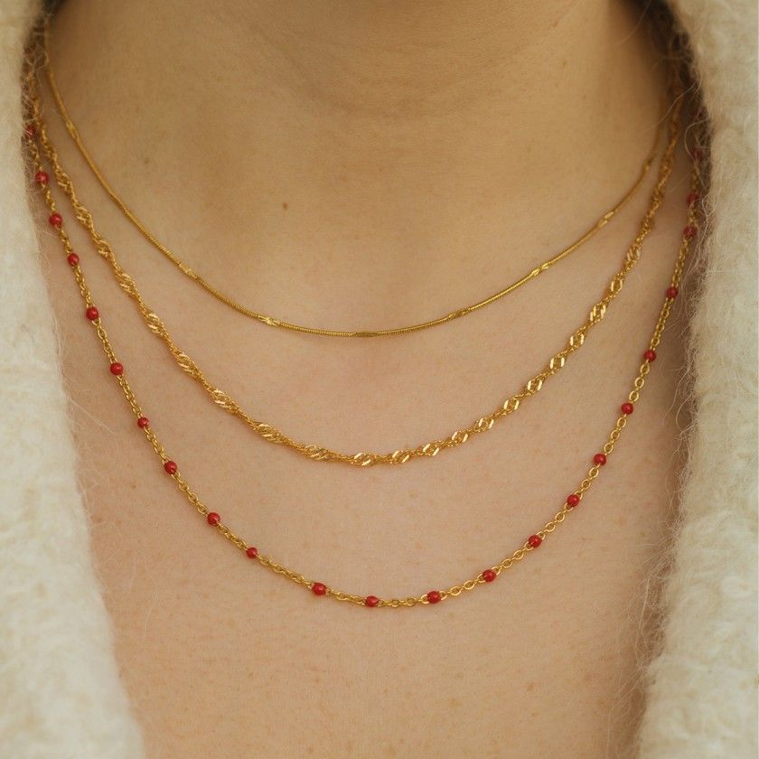 Golden chain necklace in stainless steel with small reliefs