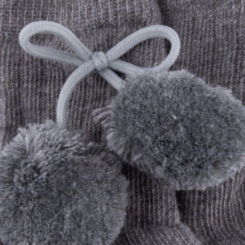 Medium socks pompoms